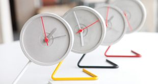GOMAADS' clock made with CD cover moulds